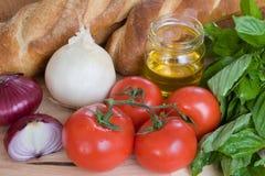 Italiano que cocina los ingredientes