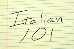 Italiano 101 su un blocco note giallo Immagine Stock