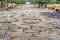 Italica Santiponce Andulucia, Seville, Spanien, 04 05 Trottoar för 2017 sten på den huvudsakliga gatan av den forntida romerska s Royaltyfri Foto