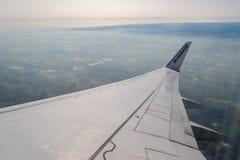 """ITALIEN †""""FEBRUARI 18: Sikt från RYANAIR FLYGBOLAG Boeing 737 på Febru Arkivfoto"""