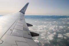 """ITALIEN †""""FEBRUARI 18: Sikt från RYANAIR FLYGBOLAG Boeing 737 på Febru Fotografering för Bildbyråer"""
