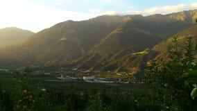 Italien Alpes, dentelles, Latsch dans le coucher du soleil Photos stock