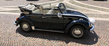 Italien: Altes Auto für die Braut stockfotografie