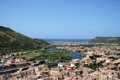 Italien, Ansicht von Bosa-Jachthafen von Malaspinas Schloss Lizenzfreies Stockfoto