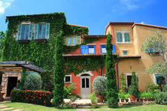 Italien-Artgebäude im schönen Garten Stockfoto