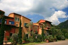 Italien-Artgebäude im schönen Garten Stockbild