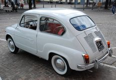 Italien: Ausstellungsweinlese Fiat 600 in Kampanien, im Mai 2010 lizenzfreie stockbilder