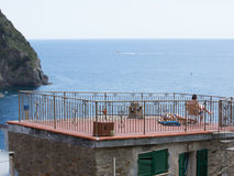 Italien 2017 ein Sonnenbad nehmende Dach-Spitze Lizenzfreie Stockfotografie