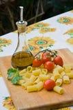 Italien faisant cuire des ingrédients photographie stock libre de droits