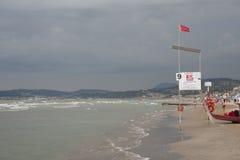 ITALIEN Falconara Marittima - AUGUSTI 14, 2013: Sikt av räddningsaktionen Arkivbilder
