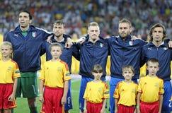 Italien-Fußball-Mannschaftsspieler singen die nationale Hymne Stockfotografie