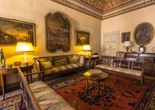 Italien historisk Tuscany stilvardagsrum i ett museum i Volterr royaltyfria foton