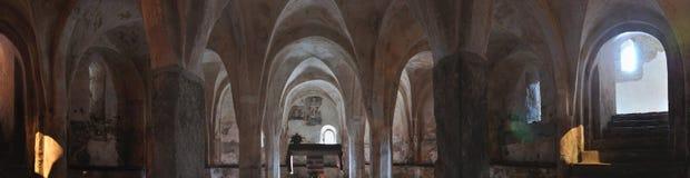 Italien, Krypta des Romanesquekirchenpanoramas Lizenzfreie Stockbilder
