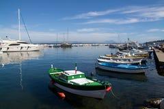 Italien-Lacco Ameno hamn Arkivfoto