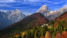 Italien-Landschaft, Herbstszene, Natur, Wasserfall, Berge Stockfotografie