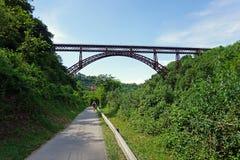 Italien, Lombardei, entlang dem Adda-Fluss, die Brücke von ` Adda Paderno d Stockbild