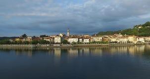 Italien morgonstad Arona i Italien Royaltyfri Bild
