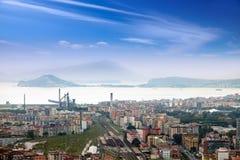 Italien. Naples. Sikt av staden överst. Cityscape i en solig dag Arkivbilder