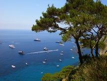 Italien: Panorama- av den Capri fjärden arkivfoton