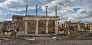 Italien Pompeii, kolonner 02,01,2018Ancient fördärvar efter erupen Royaltyfri Fotografi
