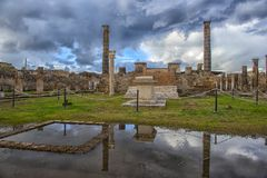 Italien Pompeii, kolonner 02,01,2018Ancient fördärvar efter erupen Royaltyfria Foton