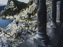 Italien, Portovenere, die Spalten der Kirche lizenzfreies stockbild