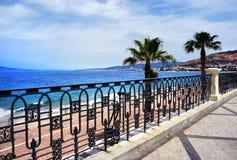Italien, Reggio di Calabria, Quay von Mittelmeer stockfotografie