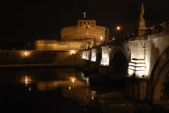 Italien, Rom S Angelo-Schloss in der Nacht Lizenzfreie Stockfotografie