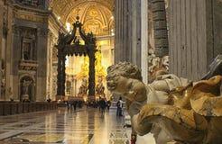 Italien- - Rom- - Vaticano-Zentralkirchenschiff Lizenzfreie Stockfotografie