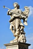 Italien - Rome, Castel Sant ` Angelo, statuaen di Angelo lurar laspugna Arkivbilder