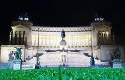 Italien Rome - lång exponering för nattetid av altaret av fäderneslandet Arkivbild