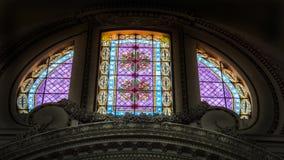 Italien Rome, Sts Peter basilika, målat glassfönster Arkivbilder