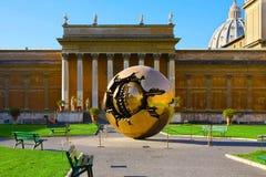 Italien Rome, Vaticanen, guld- sfär - värld Arkivbilder