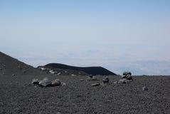 Italien Sicilien, stigning av den Etna vulkan fotografering för bildbyråer