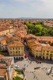 Italien: sikt av den gamla staden av Pisa från det lutande tornet Royaltyfri Bild