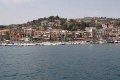 Italien Sizilien Acitrezza Die Hafen Lachea-Insel Lizenzfreie Stockbilder