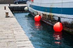 Italien Sizilien Acitrezza Die Hafen Lachea-Insel Lizenzfreie Stockfotos