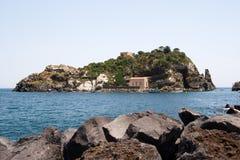 Italien Sizilien Acitrezza Die Hafen Lachea-Insel Stockbilder