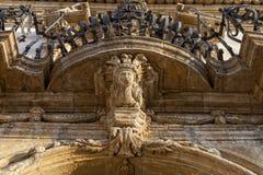 Italien, Sizilien, Provinz Scicli Ragusa, das barocke Fava Palace Fassaden18. jahrhundert a UNESCO C , Statue unter einem Balkon stockfoto
