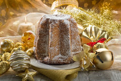 Italien traditionnel de Pandoro Image stock