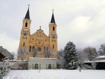 Italien, Trentino Alto Adige, Bozen, Brunico, Ansicht der Gemeindekirche von Santa Maria Assunta stockfotografie