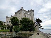 Italien, Triest, das Schloss von MiramareItaly besuchend, Triest und besuchen das Schloss von Miramare, Ansicht des Schlosses stockfotografie