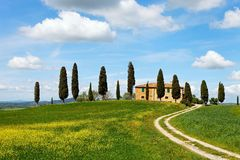 Italien Tuscany liggande med lantgårdhuset Royaltyfri Fotografi