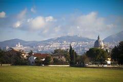 Italien, Umbria, Assisi och kupol av kyrkan Royaltyfri Fotografi
