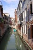 Italien Venedig Das alte Haus und die Brücke über dem Kanal Stockbilder