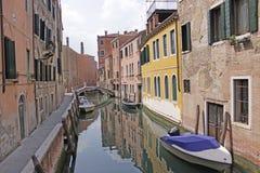 Italien Venedig Das alte Haus und die Brücke über dem Kanal Stockfotos