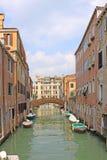 Italien Venedig Das alte Haus und die Brücke über dem Kanal Stockbild