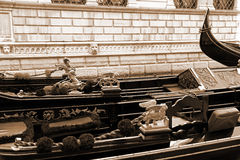 Italien Venedig Details von typischen venitian Gondeln Im Sepia Stockbilder