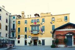 Italien; Venedig 02/25/2017 Hotellalun i plazaen Santa Maria de Arkivfoto