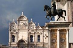 Italien Venedig, piazza med en rid- staty Royaltyfria Bilder